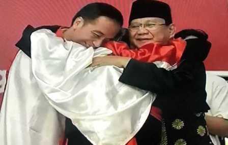 Jokowi Prabowo Peluk