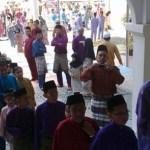 Pengalaman mengumpul duit raya yang tak akan dilupakan oleh kanak-kanak di kampung