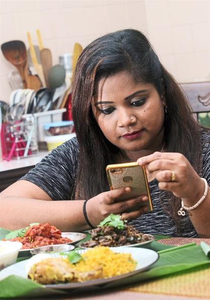 Phone Sheena Haikal Youtuber