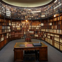 The library of the Birmingham Oratory.