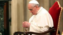 pope francis praying rosary