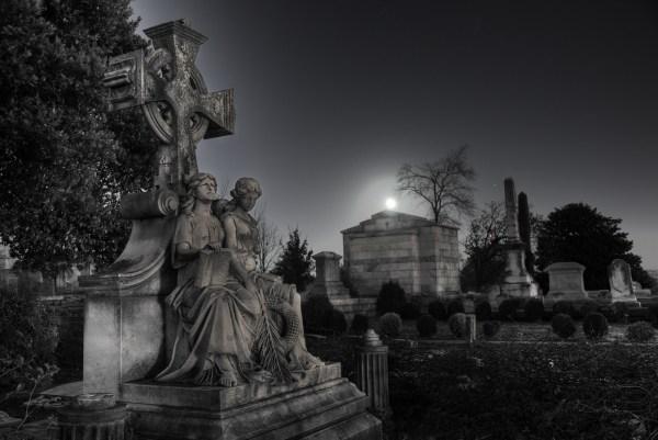 cemiterio_graveyard_oakland_mausoleum_hdr_1600-600x401 Aventura CaLuCe: O passageiro das trevas: a reunião de heróis