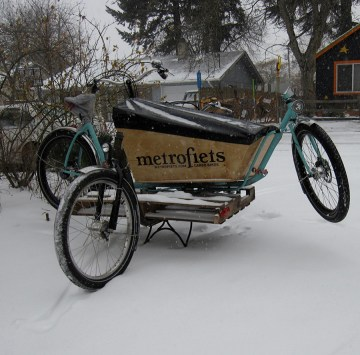 Testing Metrofiets in the snow with some bike on bike action.