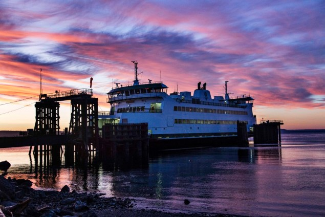 Washington_State_Ferry_Sunrise_1