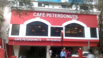 Cafe Peterdonuts 3D acrylic box letters with LEDs day view