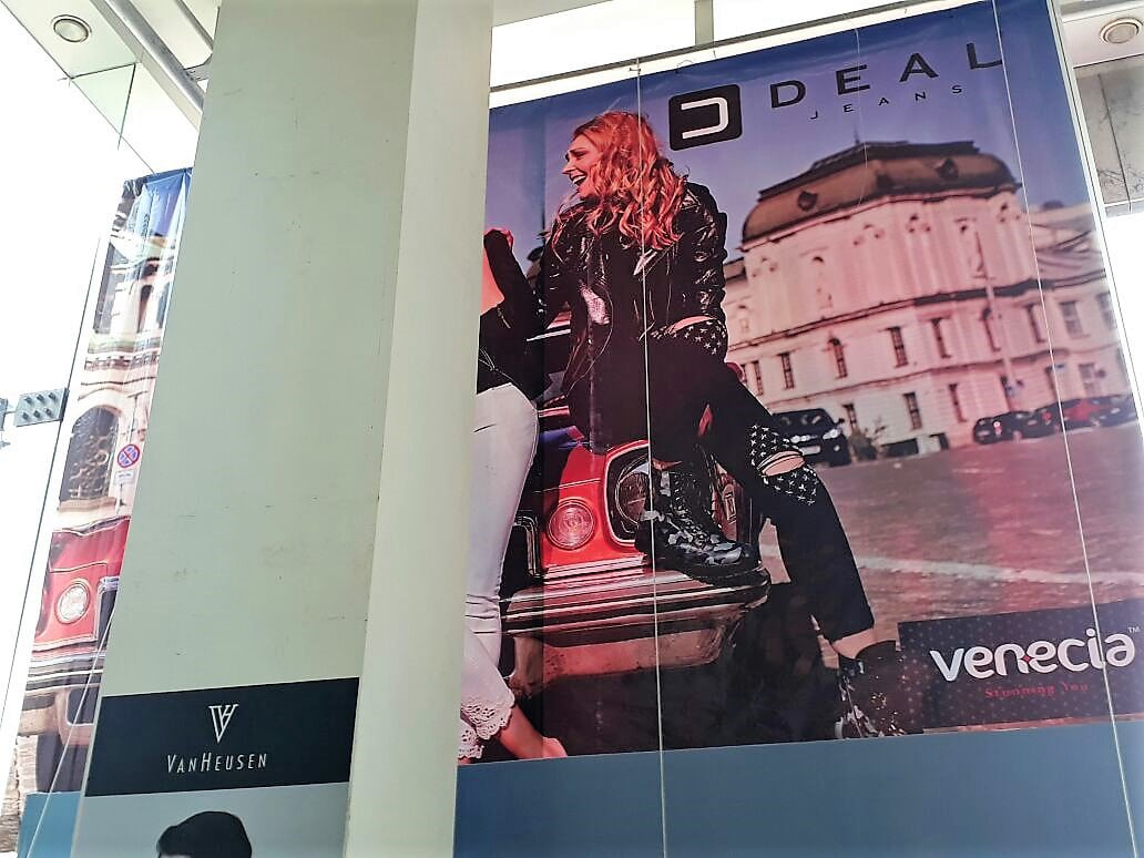 frontlit flex printed hoarding fixed in a mall