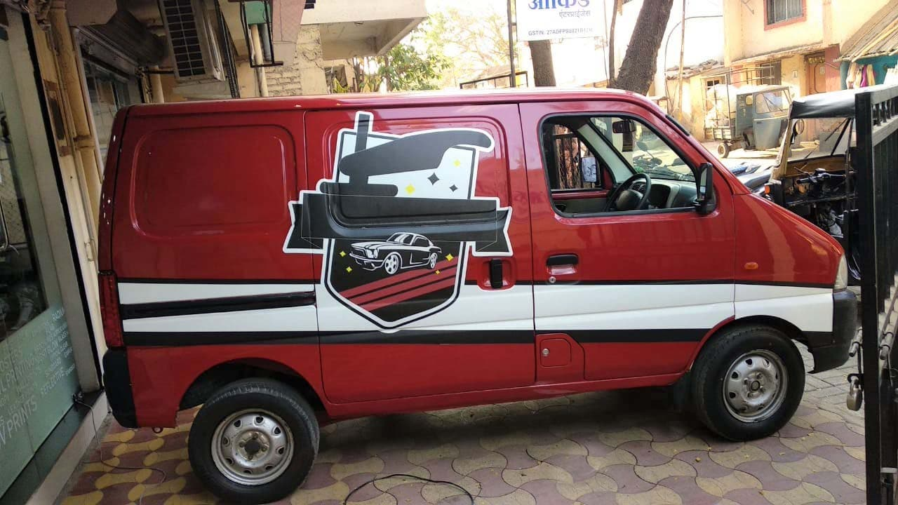 Cast vinyl prints can help in seamless and high-quality van branding. We see the artwork flowing over the curved and notched surfaces of the vehicle without any creases or wrinkle.