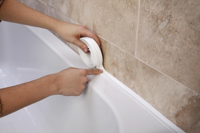 كيف وكيف تسد الفجوة بين الحمام والجدار حتى لا يتسرب الماء نصيحة من المتخصصين غلق الفراغ بين البانيو والحائط حشو سيليكون بين البانيو والجدار