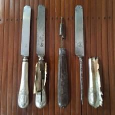 Couteau en métal argenté