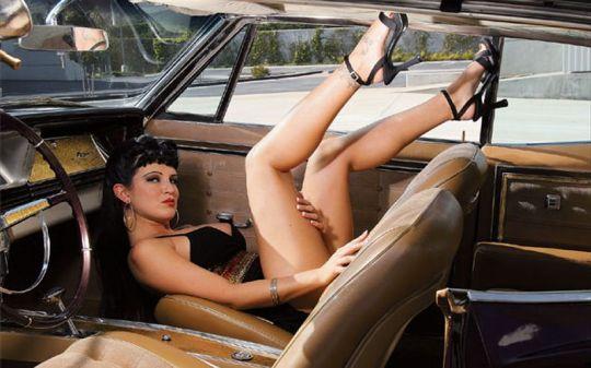 0701_lrmp_09_z+1966_chevrolet_caprice+model_in_front_passenger_seat