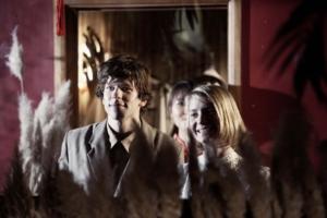 Eisenberg og Wasikowska overbeviser i udfordrende roller. Foto: Angel Films.