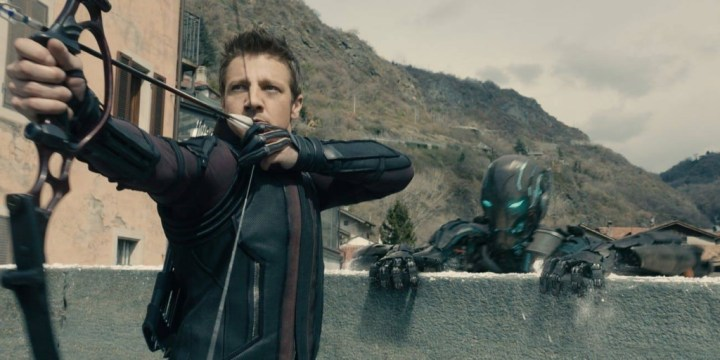 Skytten Clint Barton fra Marvel Cinematic Universe har haft mere end en bue i løbet af sine eventyr. Nogle har været mere eventyrlige end andre. Her med en Hoyt GameMaster II. (Foto: Walt Disney Pictures)