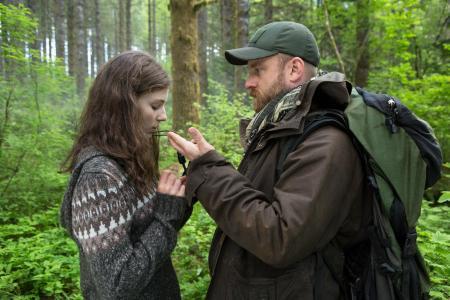 Forholdet mellem far og datter i Leave No Trace er intenst og rørende. (Foto: DFI)