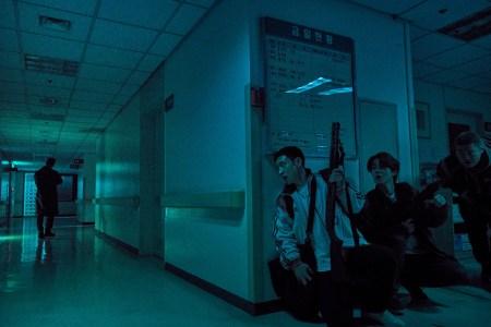 Jun-seok (Lee Je-hoon), Ki-hoon (Choi Woo-shik) og Jang-ho (Ahn Jae-hong) er på flugt efter at have røvet en magtfuld gangsters kasino. (Foto: Berlinale Presse)