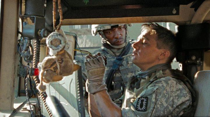 Et par sekunder efter denne scene tæsker Sanborn (Anthony Mackie) James (Jeremy Renner). (The Hurt Locker (2009) Foto: Nordisk Film)