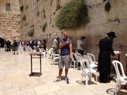Quenelle hälsning framför västramuren/klagomuren i Jerusalem