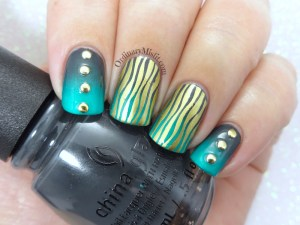 Wavy gradients nail art
