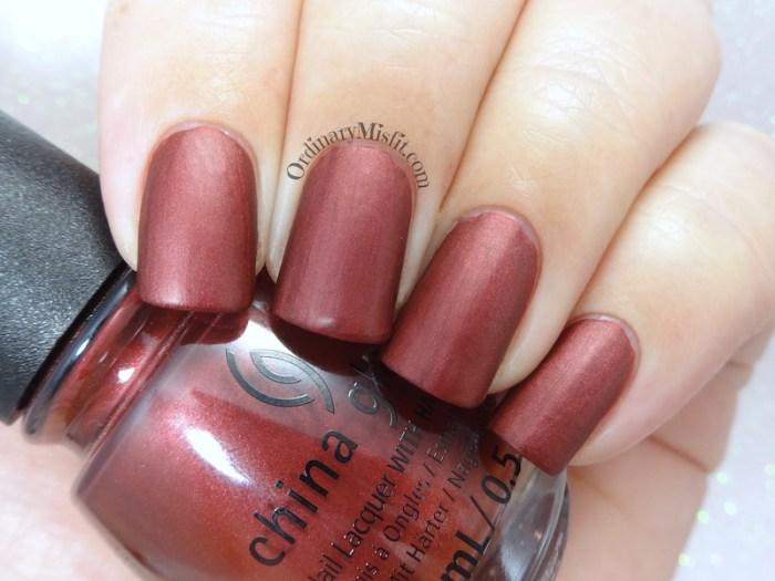 China Glaze - Haute blooded