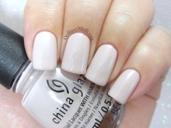 China Glaze - Throwing suede