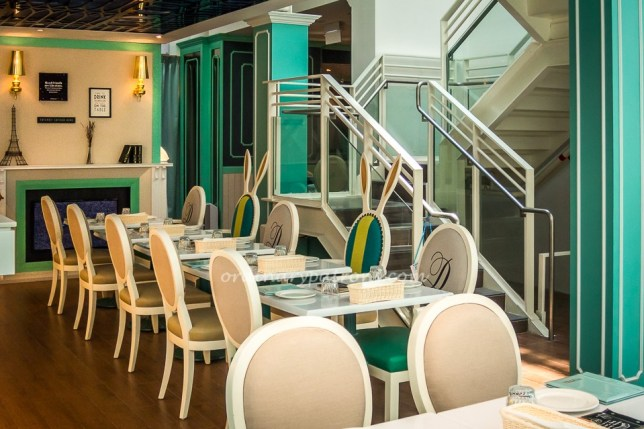 Dazzling Cafe at Capitol