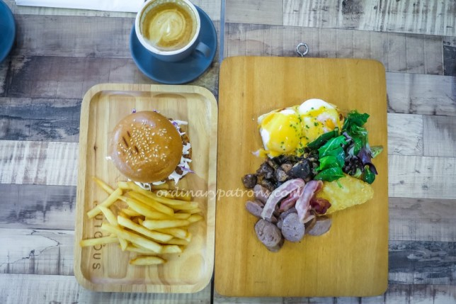 The Autobus Pulled Pork Burger and Full Breakfast