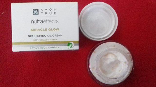 Crema de fata de curatateAvon True Nutra Effects Miracle Glow