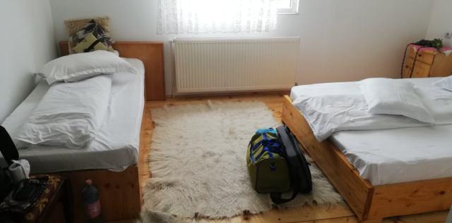 camera cu doua paturi ciocanu