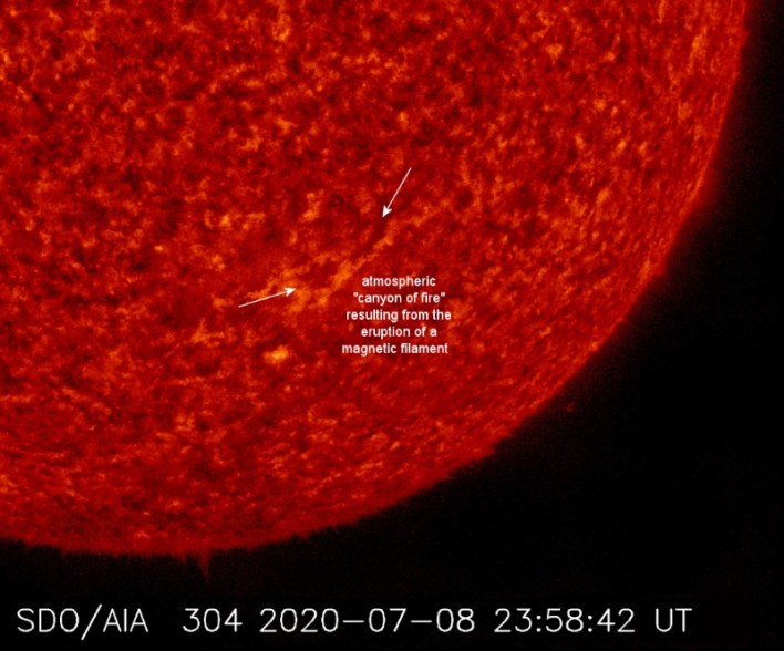 """A """"canyon of fire"""" appeared on the Sun which could become a threat to the Earth 2"""