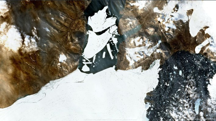 Huge mass of ice separated from a glacier in Greenland