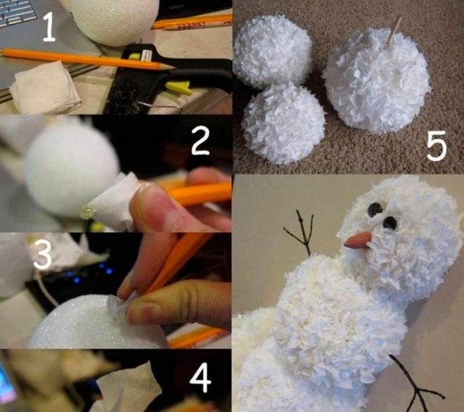 Muñeco de nieve hecho de servilletas