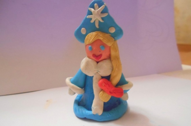 Snow beauty mula sa plasticine.