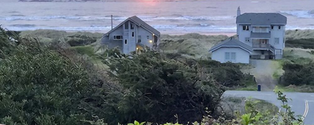 Sea Bella Oregon Coast Vacation Rental - Sunset View From Deck