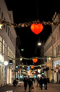 10 Ways to Make the Most of Christmas in Copenhagen | From Christmas Markets to Lovely Lights and Warm Spiced Gløgg | from local blogger Oregon Girl Around the World