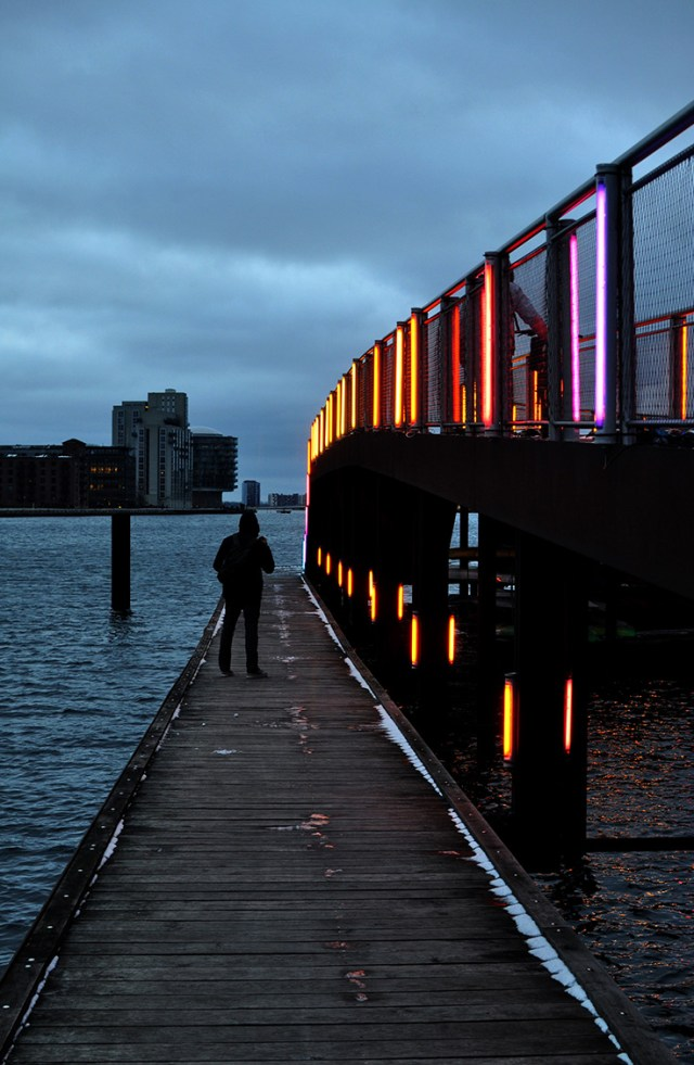 Light Installation on the Copenhagen Canal at Kalvebod Bølge | Light art by Mads Vegas for Copenhagen Light Festival 2018 | Oregon Girl Around the World