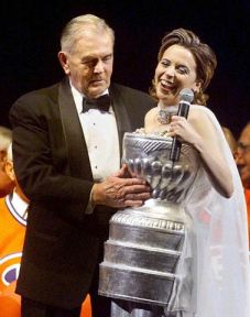 Julie Snyder et Maurice Richard
