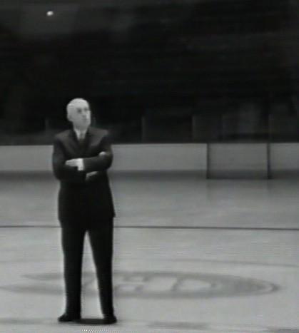 Clarence Campbell sur la glace du Forum
