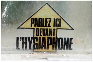 «Parlez ici devant l'hygiaphone»