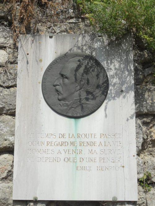 Plaque commémorative pour Émile Henriot, Nesles-la-Vallée