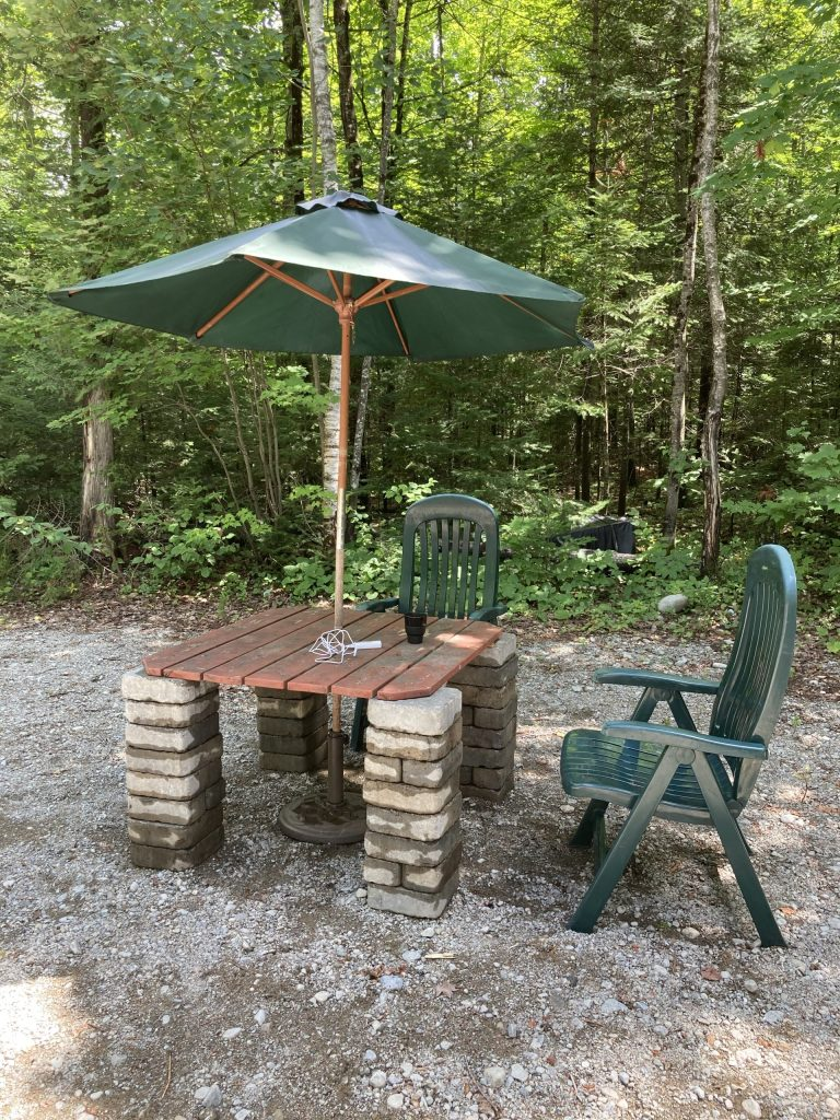 Table extérieure avec parasol