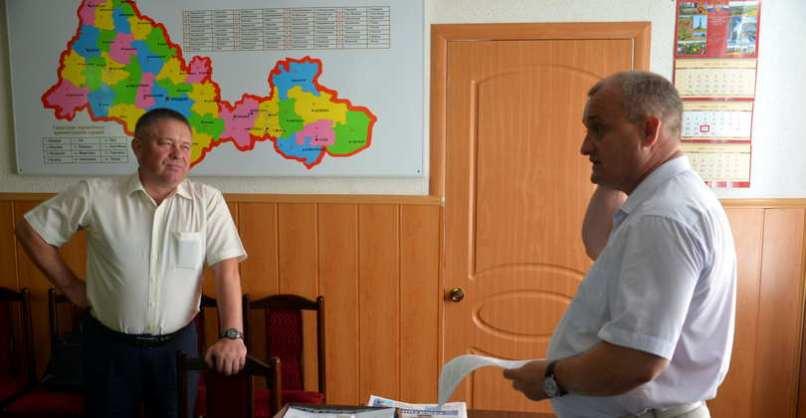Виктор КОРШУНОВ в кабинете