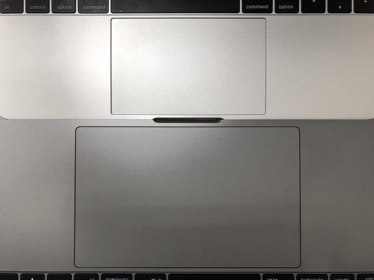 MacBook Pro15インチとMacBook 12インチのトラックパッド比較写真