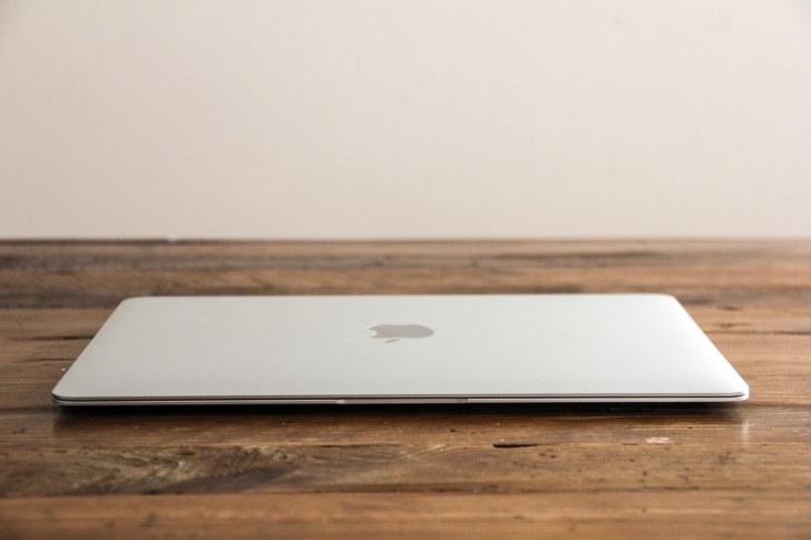 MacBook12インチのボディサイズの写真