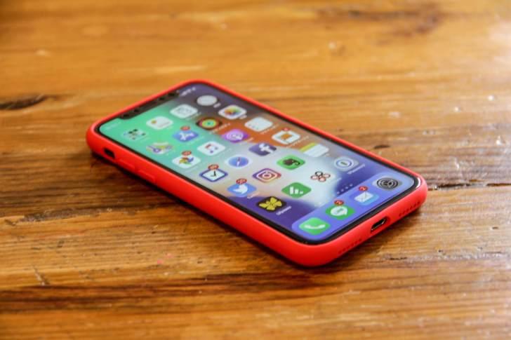 iPhone X Jasbon シリコンケース装着の全体の写真