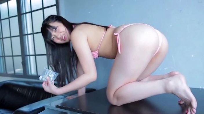 井原亜美(17)の背面ヌードにドキッ!ボリューミーな生尻に白い液体が?!