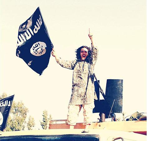 Foto eines IS-Sympathisanten mit IS-Fahne