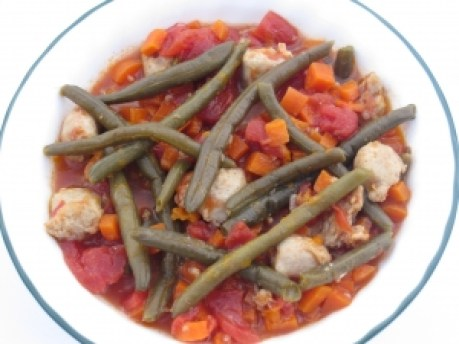 Chicken sausages with green beans and carrots