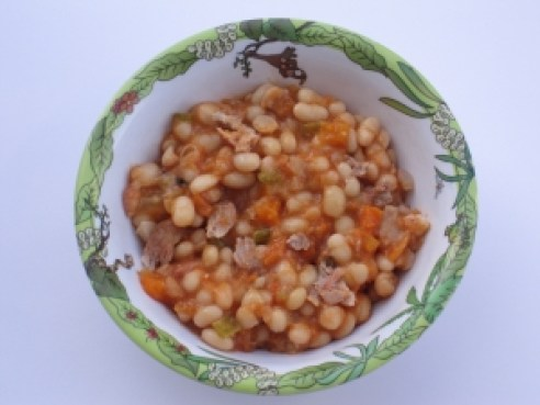 Navy bean stew rich in nutrients and delicious