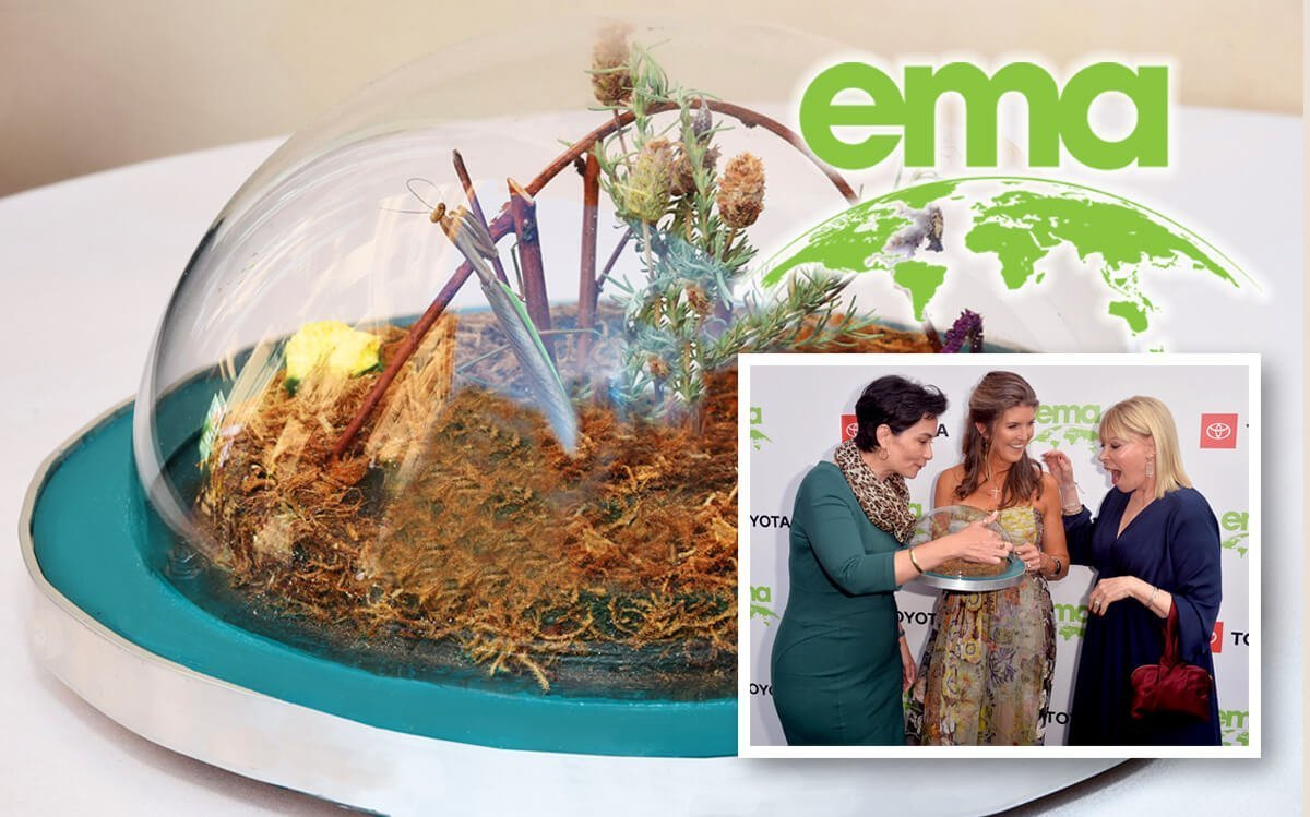 MANNY THE MANTIS STRUTS HIS STUFF AT THE 2019 EMA GALA!