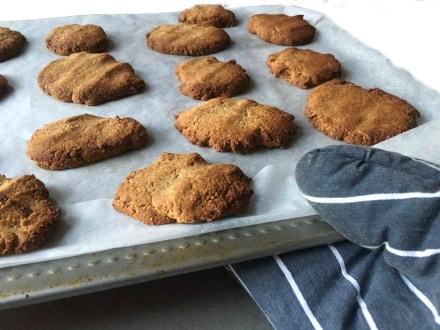 Amandel cookies met vanille, Amandel cookies, Amandelkoekjes, Amandelmeel cookies, Amandel koekjes, Amandelmeel koekjes zonder boter, Deeg van amandelmeel, Koekjes amandelmeel, Amandelmeel koekjes, Amandelkoekjes maken, Healthy amandelkoekjes, Amandelkoekjes glutenvrij, Amandelkoekjes koolhydraatarm, Organic Happiness, Biologisch, Biologische Foodblog