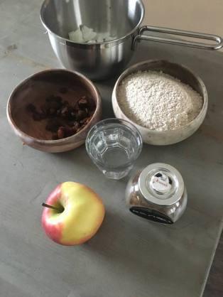 organic happiness, blog, foodblog, biologische foodblog, oud en nieuw, oudjaarsdag, nieuwjaar, appelflap, gezonde appelflap. vegan, veganistisch, veganistische appelflap. zonder bladerdeeg. eivrij, lactosevrij, notenvrij, gezond recept, gezonde recepten, lekker, makkelijk recept, gezonde tussendoortjes, gezond genieten, biologisch, biologische voeding, biologisch eten, biologische ingrediënten